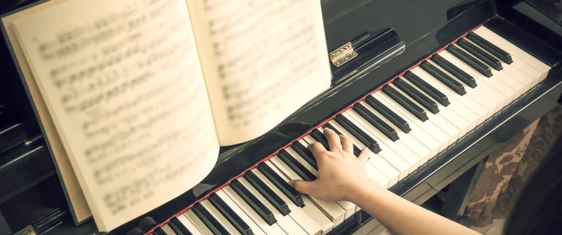piano at funeral
